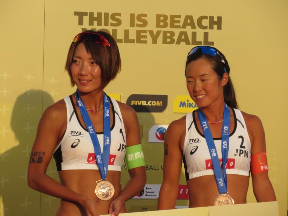 Megumi Murakami and Miki Ishii with the bronze medal